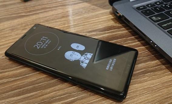 「開箱短評」Sony首款OLED曲面螢幕旗艦手機 XZ3 動手玩