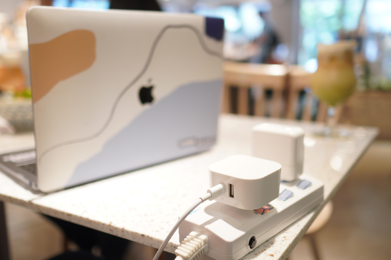 「開箱」Innergie 45H 雙孔 45W 萬用充電器,支援國際電壓與多國轉接頭 ,One For All 出差、旅遊 充電沒煩惱
