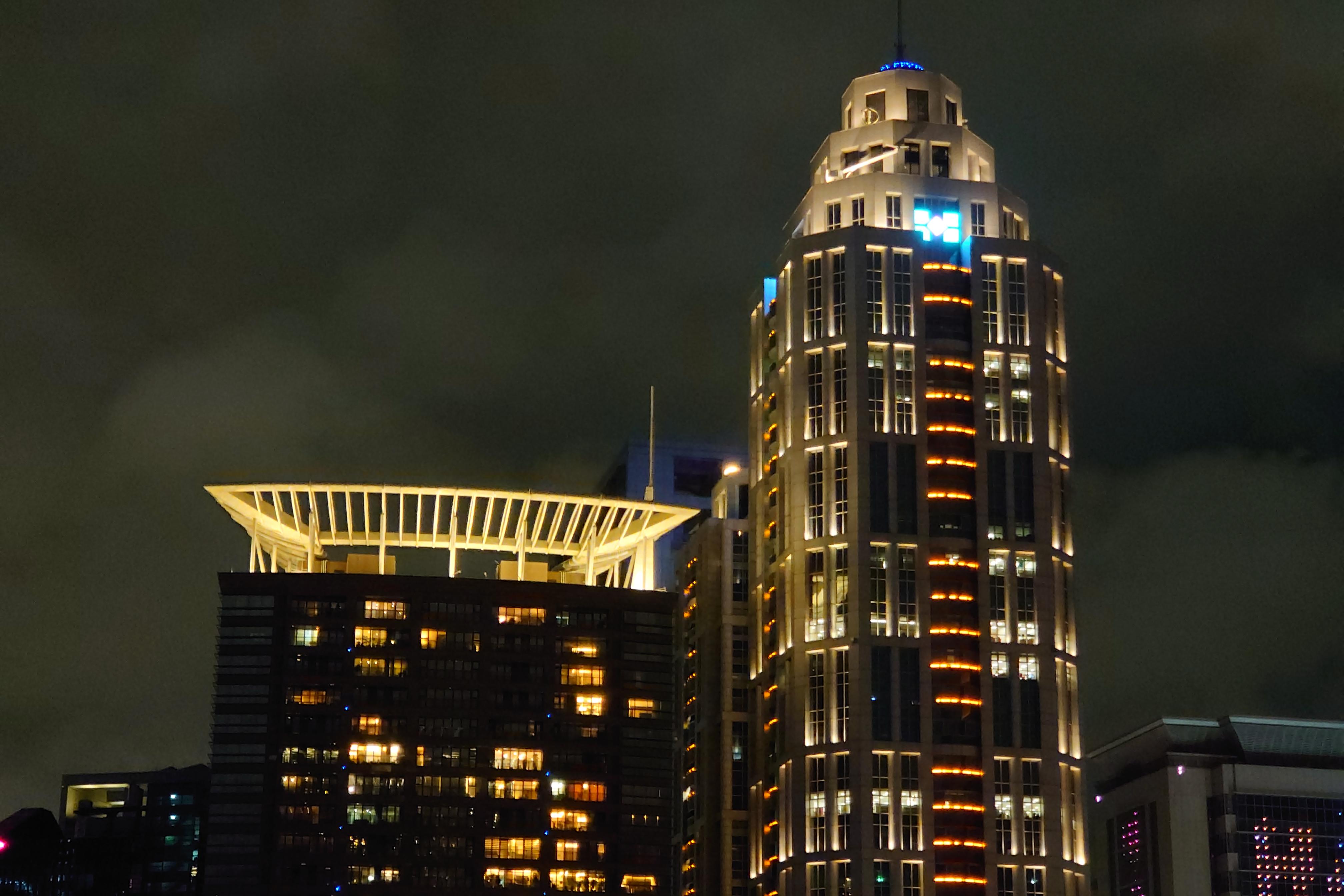 Photo Pro:Auto 偵測夜景模式 - 70mm鏡頭